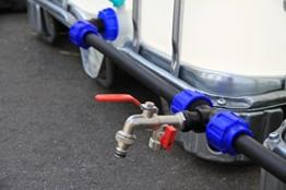 VOXTRADE Verbindungsset Fuer IBC Tanks Regenwassertanks Regenfässer und Kanistern (Set für 4 Tanks) - 1
